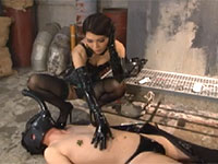 心底楽しそうにM男の乳首調教を愉しむ麗奈女王様のニップル調教