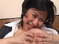 間宮志乃さんの挑発的な変態セルフ乳首舐めオナニーを見せつけられ勃起が止まらない!