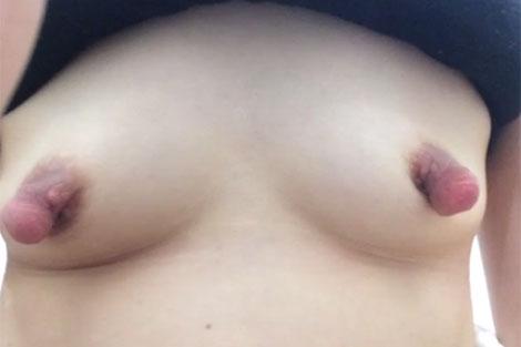 乳首伸ばしで調教された垂れナガ乳首