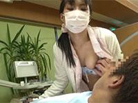 歯の治療中に自分の乳首を弄らせて快感でビクつく変態歯科助手の動画