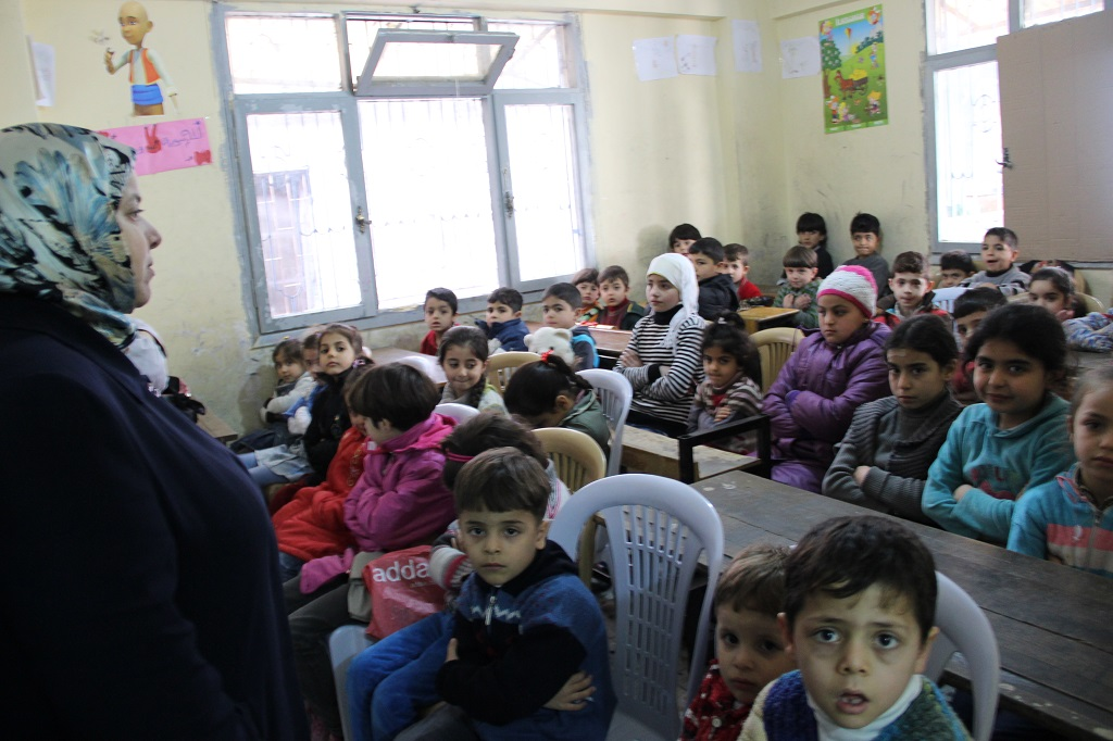 A tale of two schools where Syrian volunteer teachers are ...