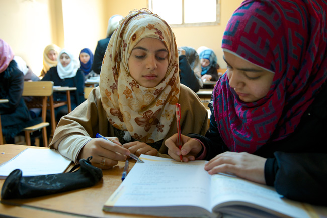 Girls attend a remedial French class at a school club in Homs, Syria. © UNICEF/NYHQ2013-1342/Noorani