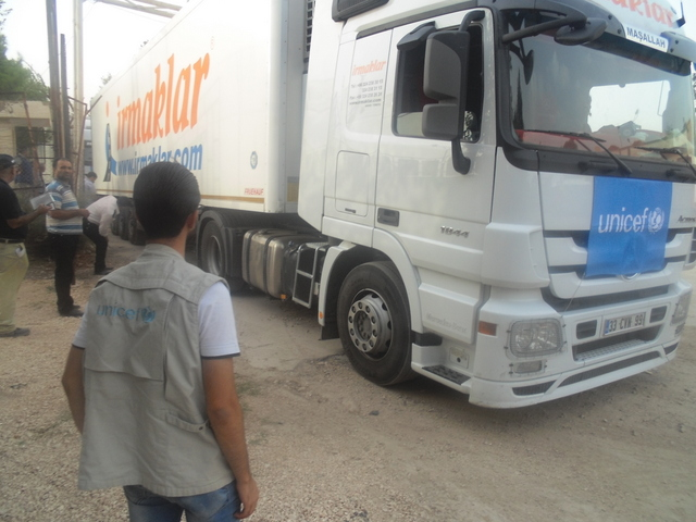 UNICEF trucks carrying education supplies for 100,000 children, in addition to other vital supplies, move into north-east Syria at the Nusaybin crossing. ©UNICEF/Syria-2014/Shekhi