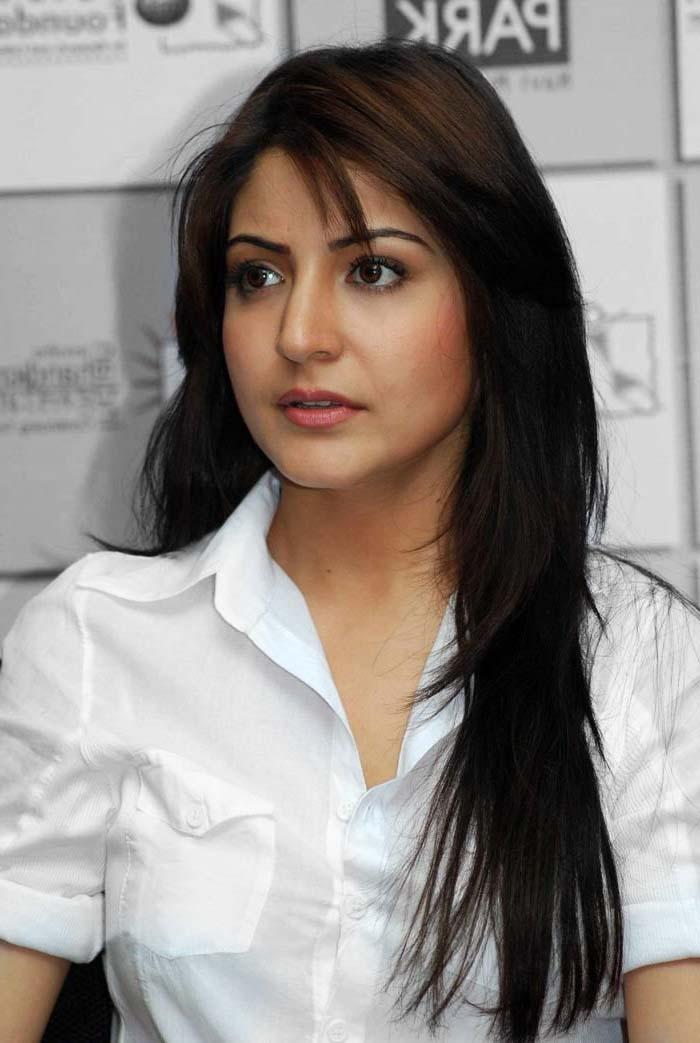 Beautiful Bollywood Girl Wallpaper Anushka Sharma Age Height Movies Biography Photos