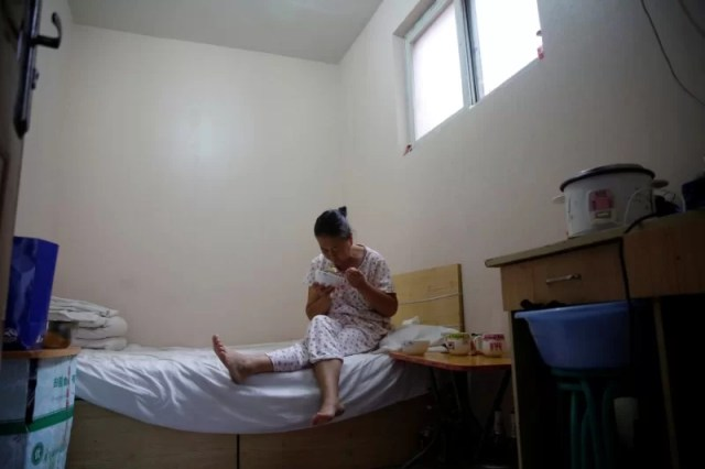 Wang eats breakfast, which her husband Liu cooked, in her room at the accommodation where some patients and their family members stay while seeking medical treatment in Beijing, China, June 23, 2016. REUTERS/Kim Kyung-Hoon