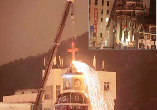 温州上岭教堂被当局强拆十字架/图片来源:自由亚洲