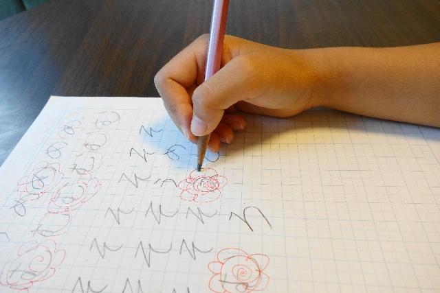鉛筆の濃さ小学生