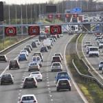 高速道路でハザードランプの意味は?渋滞時点滅は法律で決まってる?