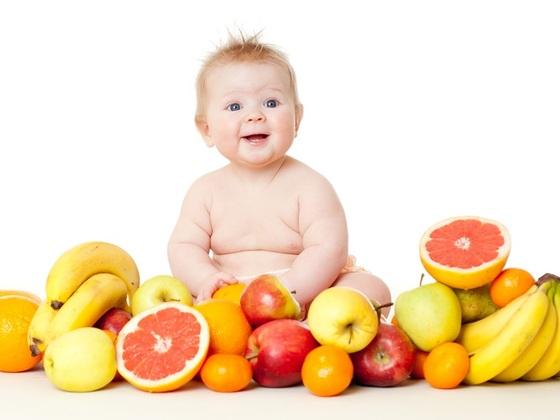 Não ofereça suco de fruta para crianças menores de um ano