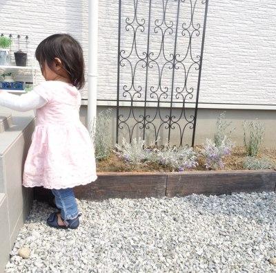 DIYしたおしゃれな花壇