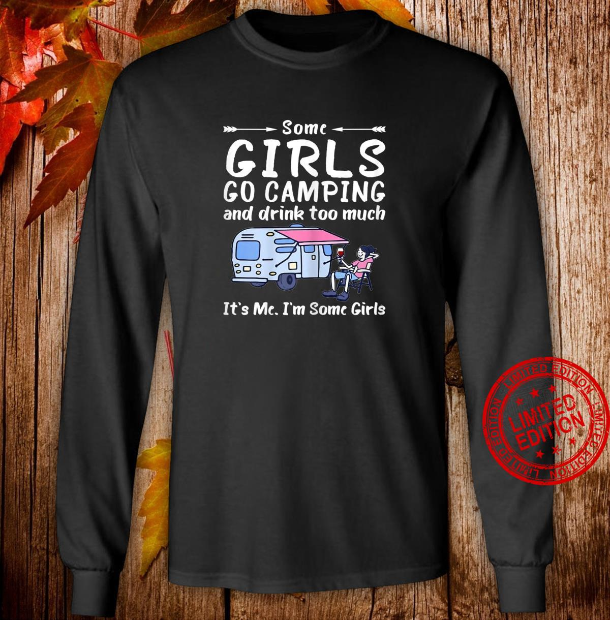 Damen Some Girls Go Camping Drink Too Much It S Me I M Some Girl Shirt