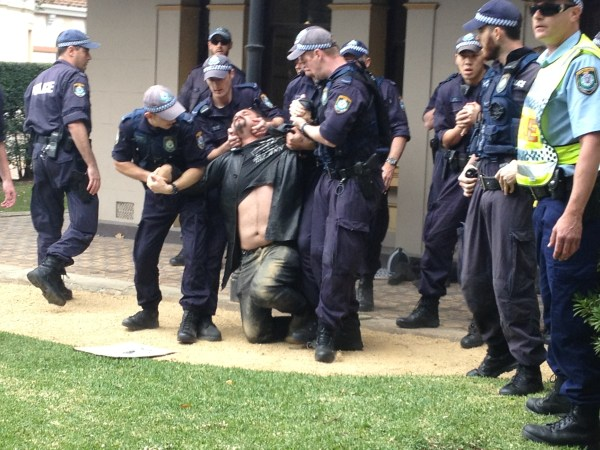 nsw_police_use_illegal_pain_hold_on_activist_at_university_of_sydney