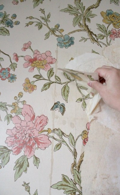 Tips for removing wallpaper from plaster walls (without chemicals!) - Christinas Adventures