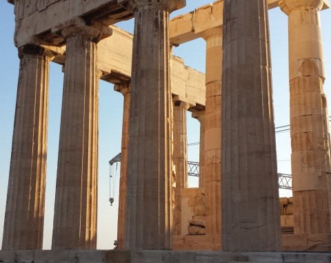 Säulen Panthenon auf der Akropolis mit Kran