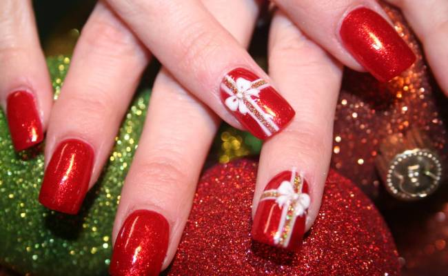 16 Gorgeous And Easy Nail Art Ideas For Christmas Christmas Celebration All About Christmas