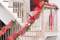Top Christmas Staircase Decorations - Christmas ...