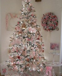christmas tree with pink decorations - Design Decoration