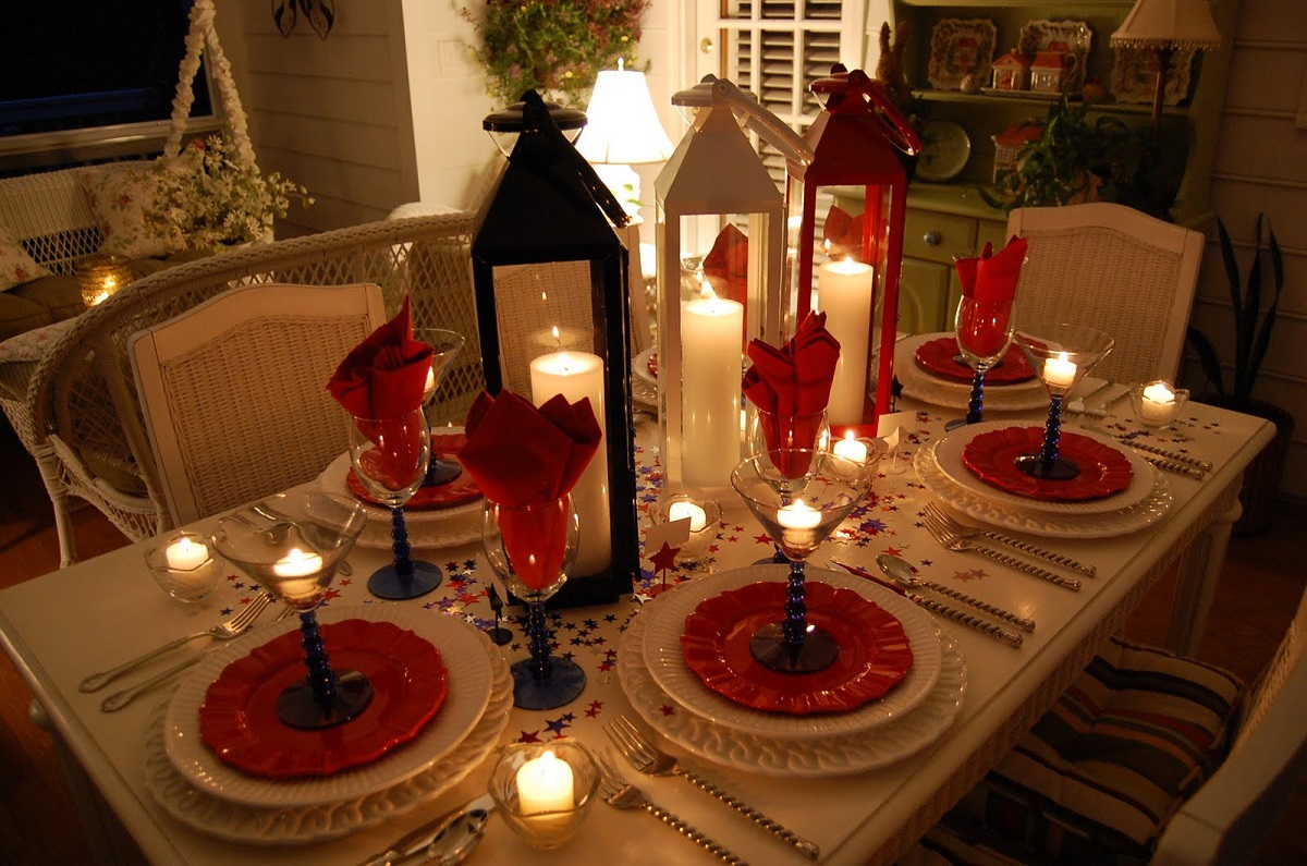 Table Decor 25 Popular Christmas Table Decorations On Pinterest All