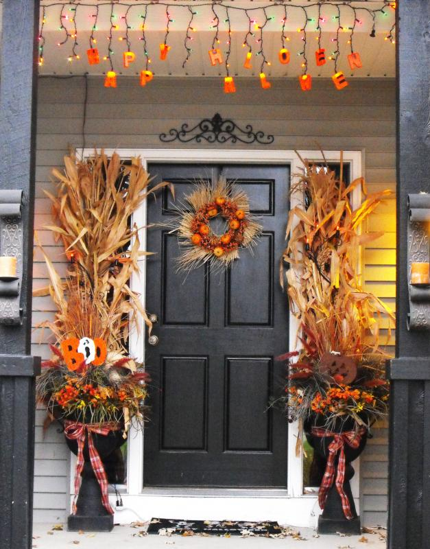 40 Appealing Christmas Main Door Decoration Ideas