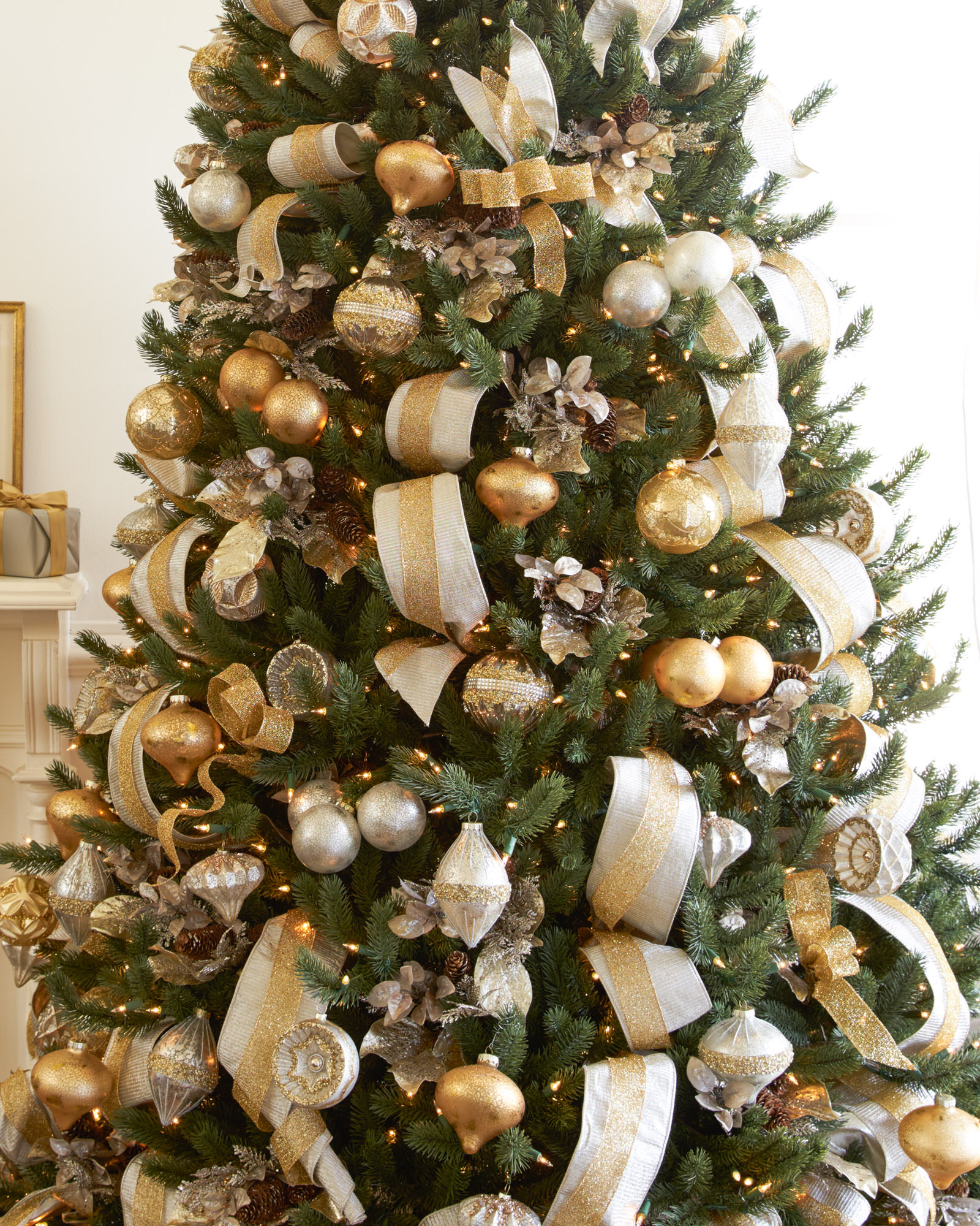 Zilveren Kerstboom Silver And Gold Christmas Tree Christmas Tree Decorating