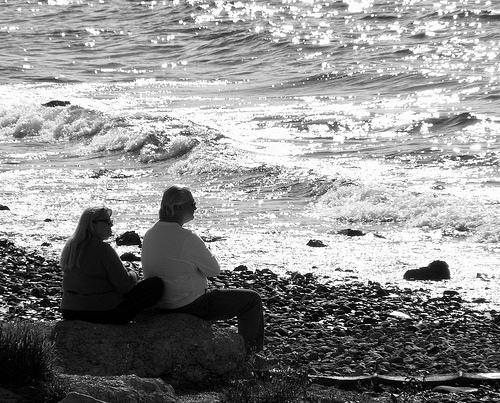 pic of couple at ocean