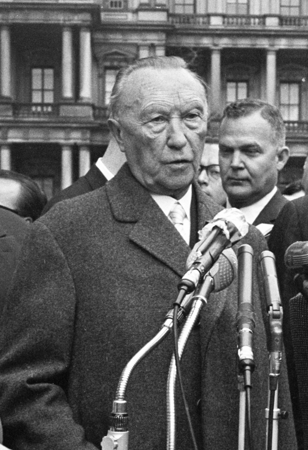 Adenauer Rose Chronicle Of The Berlin Wall 1961 Chronicle Of The Wall