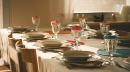 dining-table-710040_640