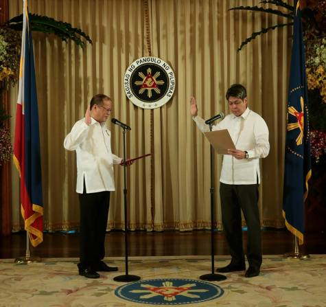 """President Benigno S. Aquino III administers the oath of office of former Senator Francis """"Kiko"""" Pangilinan, the new Presidential Assistant for Food Security and Agricultural Modernization. — May 6, 2014."""