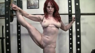 Naked Female Bodybuilder Loves To Masturbate in the Gym