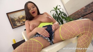 Piss Drinking - Rachele Richey drinks her pee and fucks a dildo