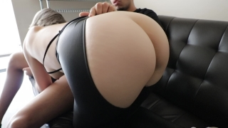 Sexy Japanese tinder date gives me a blowjob ( part 2 )