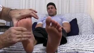 Beefy gay Aldo treats feet with passionate massage