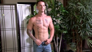 ActiveDuty Military Hunk Quentin Gainz HOT SOLO MASTURBATION !
