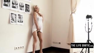 Gorgeous blonde spys on neighbours while masturbating