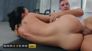 Brazzers - Phat ass Brooke Beretta gets an anal workout