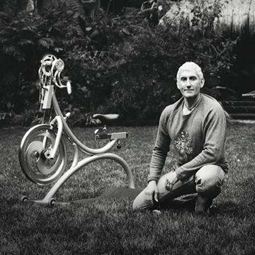Johnny G, junto a la Spinner, la primera bicicleta de ciclo indoor, creada por él mismo