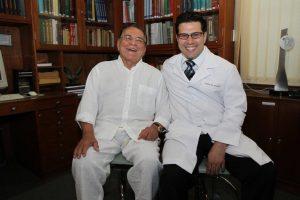 Pitanguy com o médico Leonardo Aguiar, um dos ex-alunos do seu curso