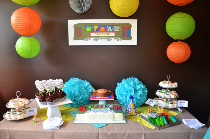 Aninal Themed Birthday Party Table Decor