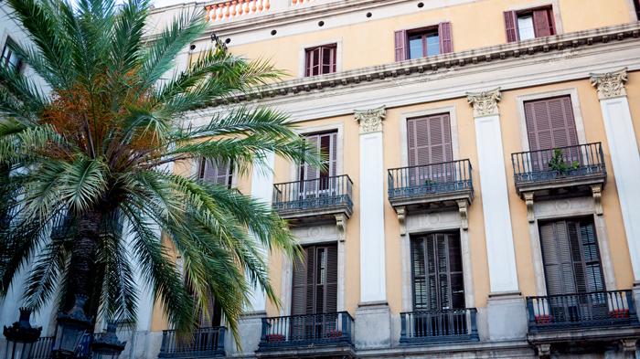 Placa-Reial-Barri-Gotic-Royal-Plaza-Barcelona-Spain