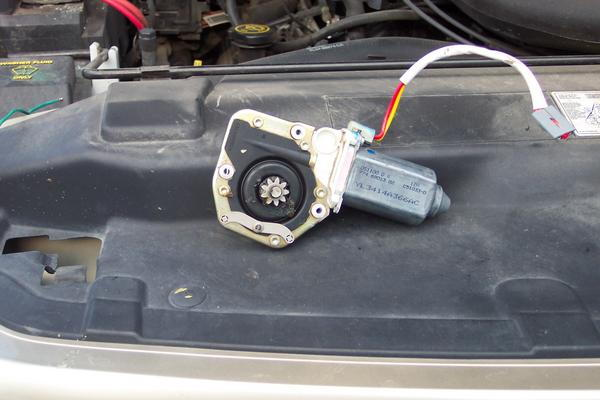 Ford F150 Replace Your Power Window Motor How to - Ford-Trucks