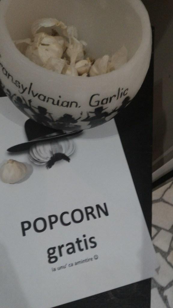 Un film special avea la intrare popcorn special :)