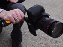 ikan BumbleBee Lightweight Handheld Rig Looks Like a Wrist Snapper: