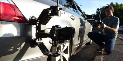 BeeWorks Kinetic Remote Teaser & BeeWorks 5 Stabilizer Mounted on a Car