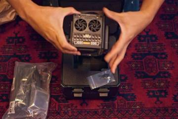1 Minute Unboxing of the Red Epic-W Camera