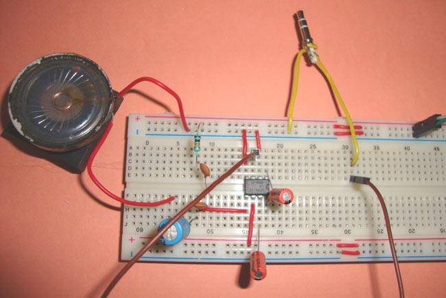 Small Loudspeaker Circuit Diagram using IC LM386