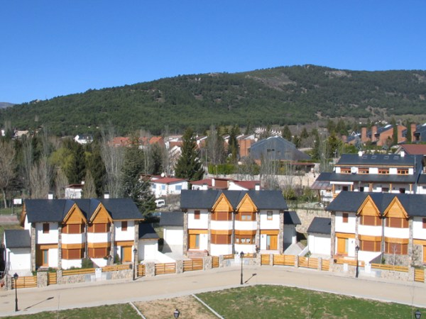 54 houses in Navacerrada, Madrid