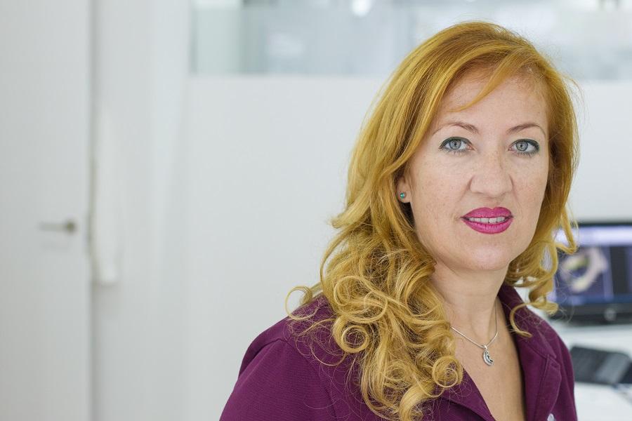 Montse expósito, equipo auxiliar en cirugía facial Benidorm
