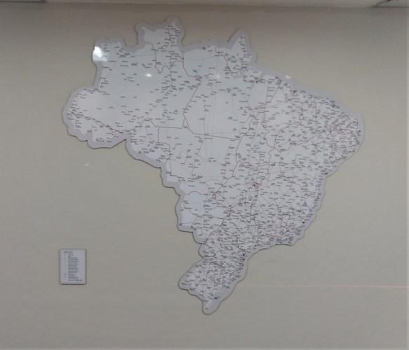 Mapa Recortado Magnético - Mapa recortado do Brasil magnético – utilização com imãs.