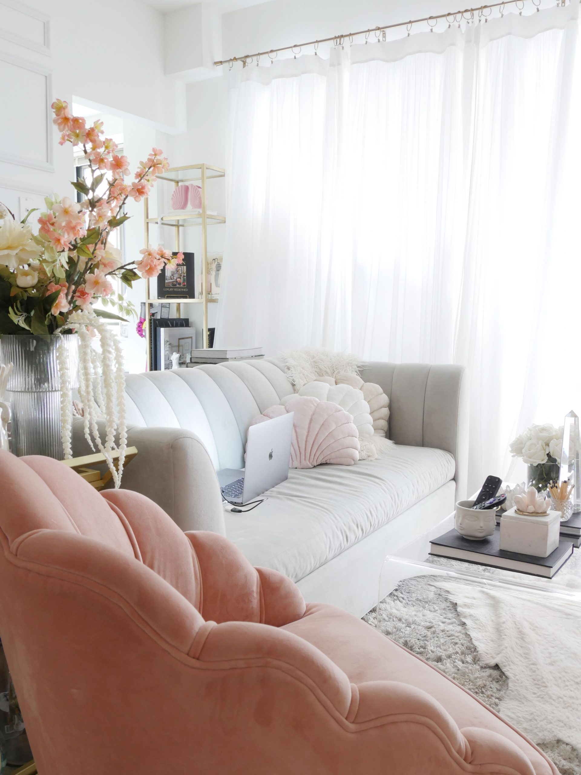 How To Design A Spacious Living Room In A Tiny Apartment City Chic Decor