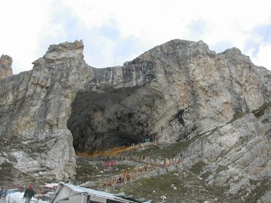 1200px-cave_temple_of_lord_amarnath